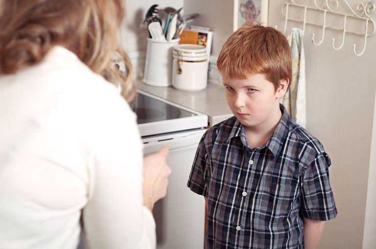 چگونه با بددهنی کودکان برخورد کنیم؟(حاضر جوابی و مزاحمت کودکان)